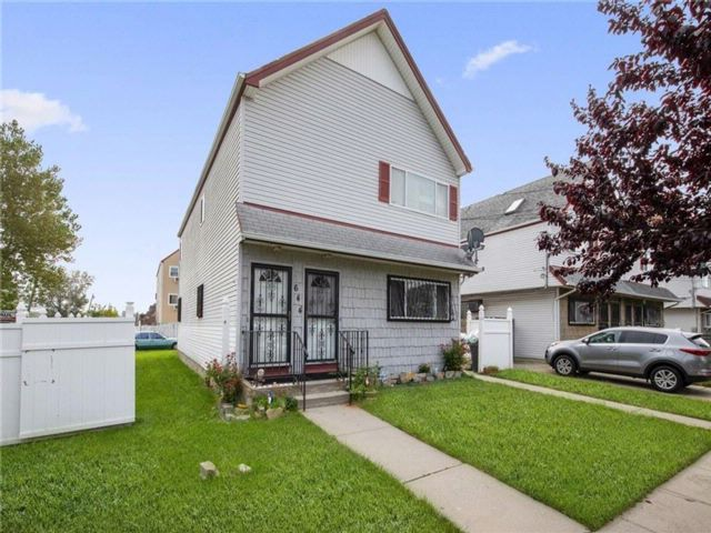 5 BR,  2.00 BTH  Multi-family style home in Arverne